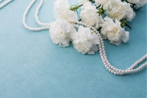 Pearls and flowers - 2020 wedding trends