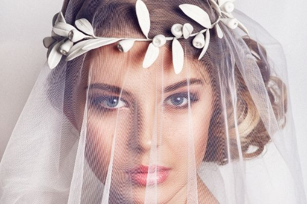 bridal hair accessory tips - Natural gum leaf headband holding veil in place.