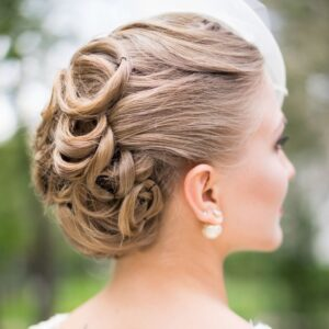 CLASSIC HAIRSTYLE FOR YOUR WEDDING DAY