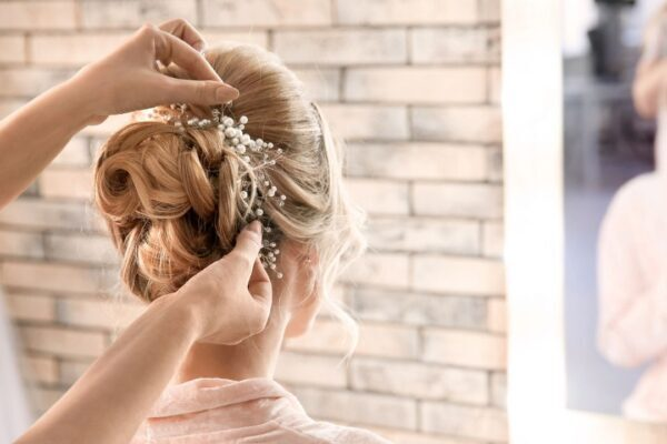 CHOOSE A HAIRSTYLE FOR YOUR WEDDING DAY